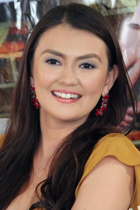 """Feeling nasa cloud nine pa rin hanggang ngayon o masasabing """"on top of the world"""" ang feeling ng Kapamilya actress na si Angelica Panganiban na tinanghal ... - angelica-panganiban3"""